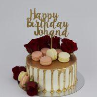 Torta Drip Cake con Macarons y Rosas