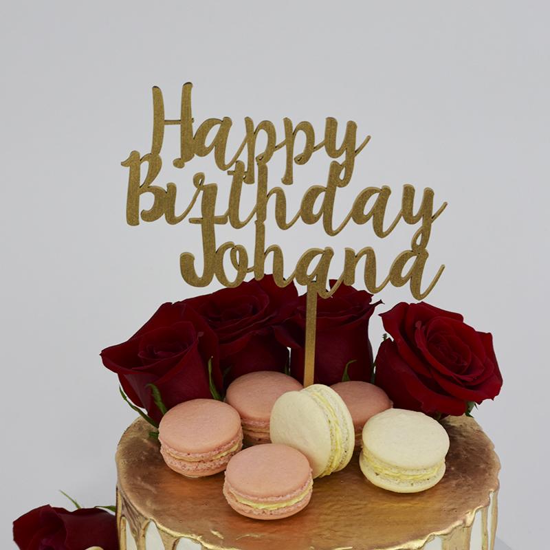 Torta Drip Cake con Rosas y Macaron