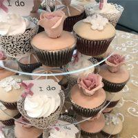 Torre de Cupcakes en Crema y Fondant