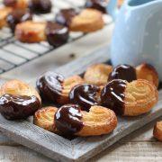 palmeras-de-hojaldre-banadas-en-chocolate-intenso-80-1290-742-nw[1]